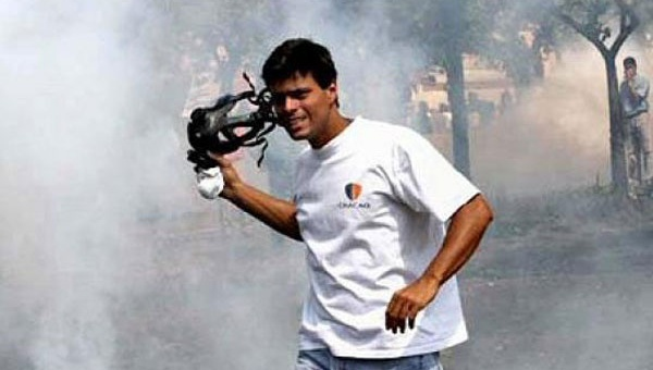 Leopoldo Lopez takes part in violent anti-government protests in 2004. (Archive)