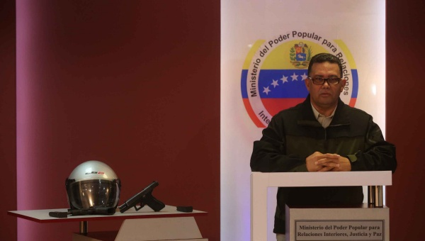 Venezuela's interior minister Gustavo Gonzalez says nine Polichacao officers have been suspended without pay, while another six have been fired.(Photo: Mpprijp)