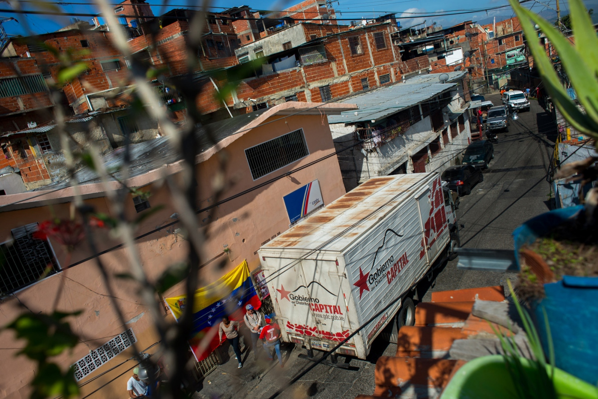 A state operated food distribution truck in Catia, Caracas. (Bloomberg)