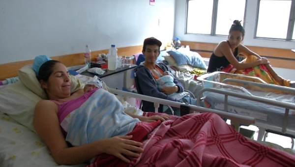 Venezuelan hospitals find alternatives to cope with the shortages. (teleSUR)