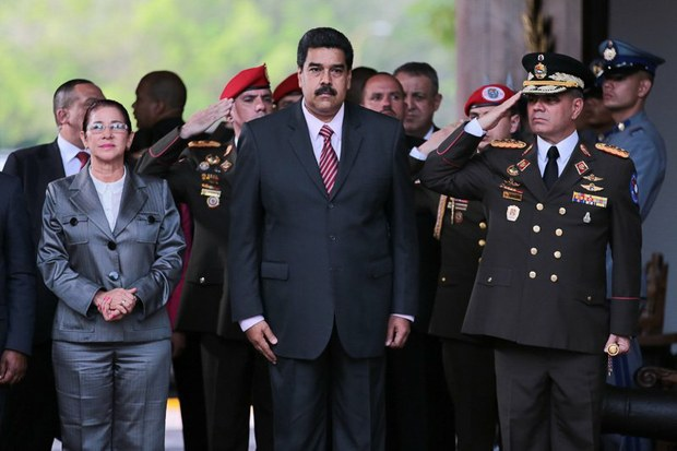 Senior Venezuelan officials including President Nicolas Maduro will continue to face travel bans and asset freezes in the United States under a new bill approved by Congress. (Prensa Presidencial)