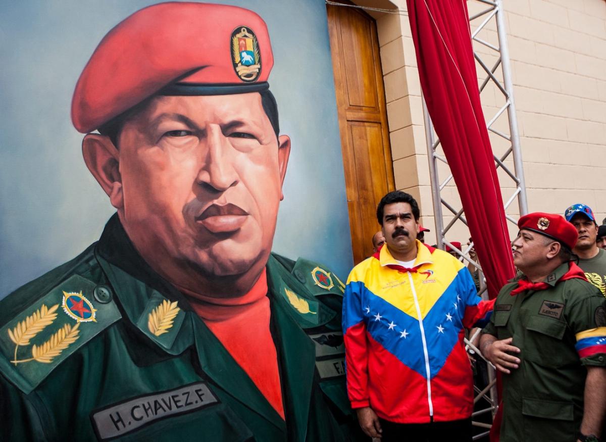President Nicolas Maduro together with Socialist Party Vice-President Diosdado Cabello (R) next to a portrait of Hugo Chávez. (Jorge Silva / Reuters)