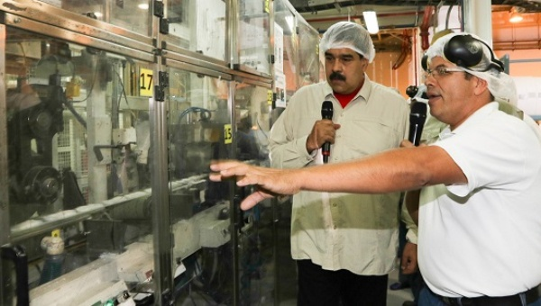 President Nicolas Maduro tours the installations of the Kimberly Clark and committed millions to help the factory produce important basic goods, Aragua, Venezuela, July 21, 2016. (AVN)