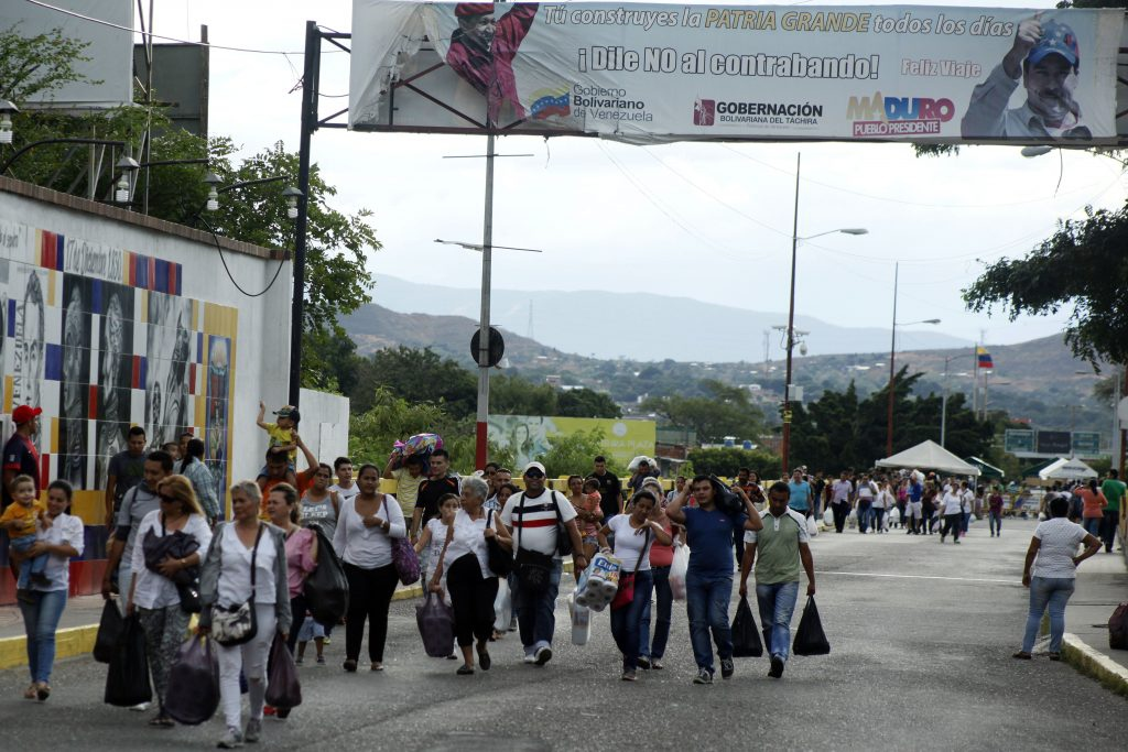 Venezuelans cross over to Colombia to purchase food and other basic goods in recent border opening (El Heraldo).