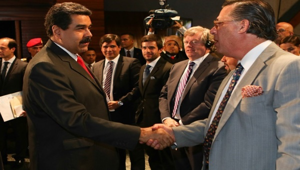Maduro signed eight agreements totaling USD $4.5 billion with national and transnational mining firms on Friday. (AVN)