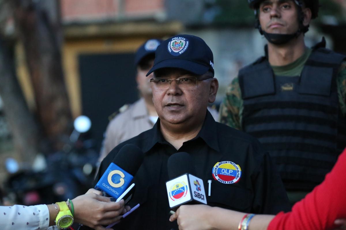 Minister Néstor Reverol Torres speaks before the media after the arrest of 90 paramilitaries this week in Caracas (MPPRIJP/Oscar Hernández - Joshua Hernández).