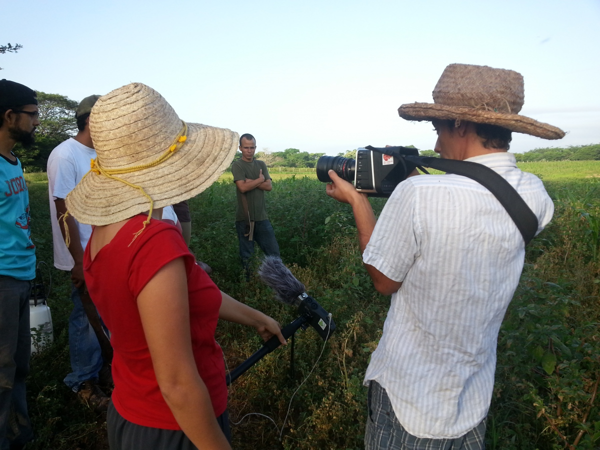 The diversity of the Seed Law movement includes documentary filmmakers who have accompanied the process since its inception. Most recently, the cooperative Communication Liberation Army (ECL) and state-owned media-house Villa del Cine produced the film, Más allá de la mina (More than the Mine). The documentary tells the story of the oil industry and its dependency in Venezuela through the eyes of young woman studying biology and chemistry. The film documents food sovereignty processes in states such as Mérida and puts on center stage, Venezuela's current challenge of diversifying the country's economy and encouraging young scientists to lend their skills to ecological agricultural development. (Venezuela Analysis/Jeanette Charles).