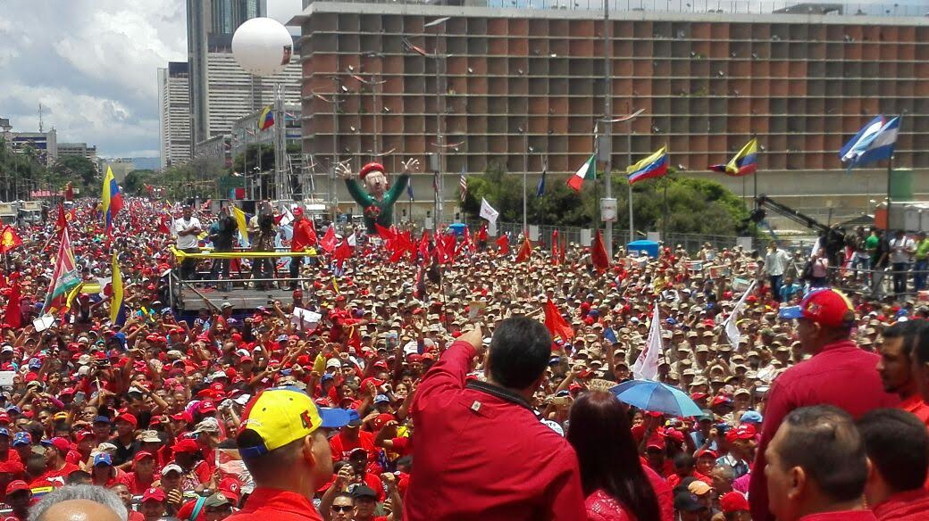 Social movements, community councils and other organized sectors of Venezuelan society accompanied President Maduro on Av. Bolivar at Thursday's march in support of the Bolivarian process (Twitter/PSUV).