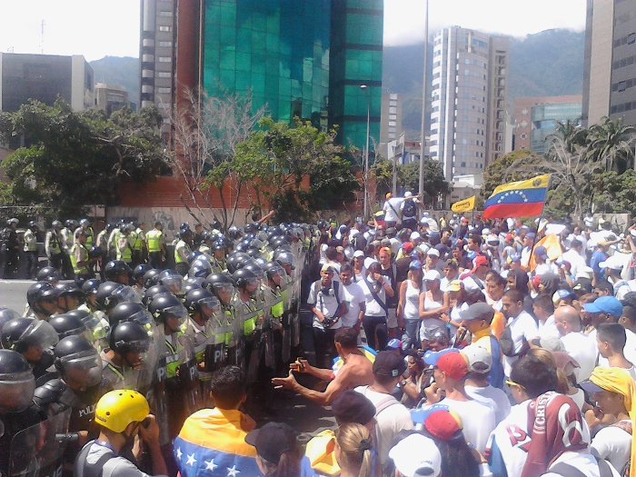 The opposition says as many as 2 million of its supporters rallied in Caracas Thursday, though the government has put turnout at closer to 30,000. (Ultimas Noticias)