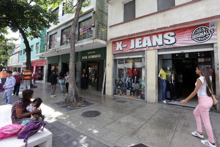 Shops along Caracas' busy Sabana Grande commercial strip were open for business. (Gregorio Terán, Juan Carlos La Cruz, Zurimar Campos)