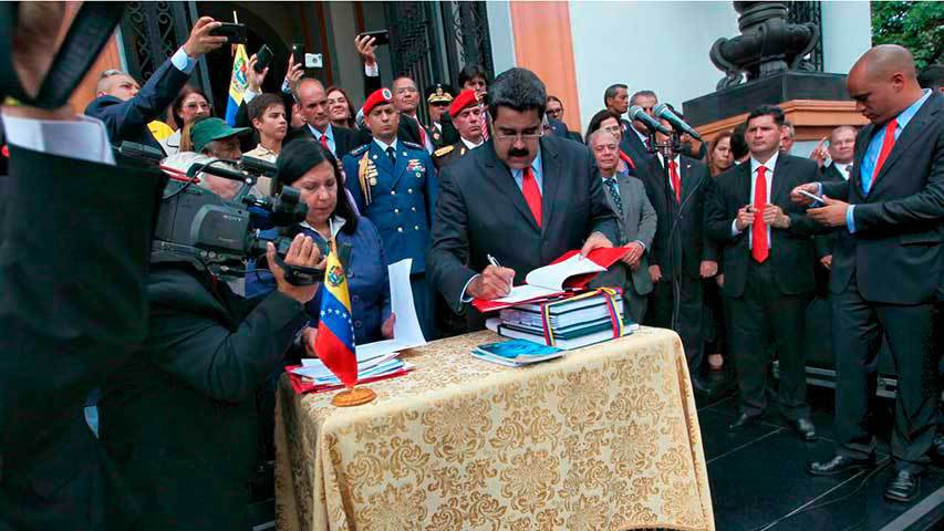 Maduro signed the budget on Friday after being given the go ahead by Venezuela's Supreme Court. (Agencias)