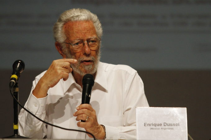 Professor Enrique Dussel speaking at Eco-socialist School of Critical Decolonial Thought of Our America held in Caracas October 7-14. (AVN)