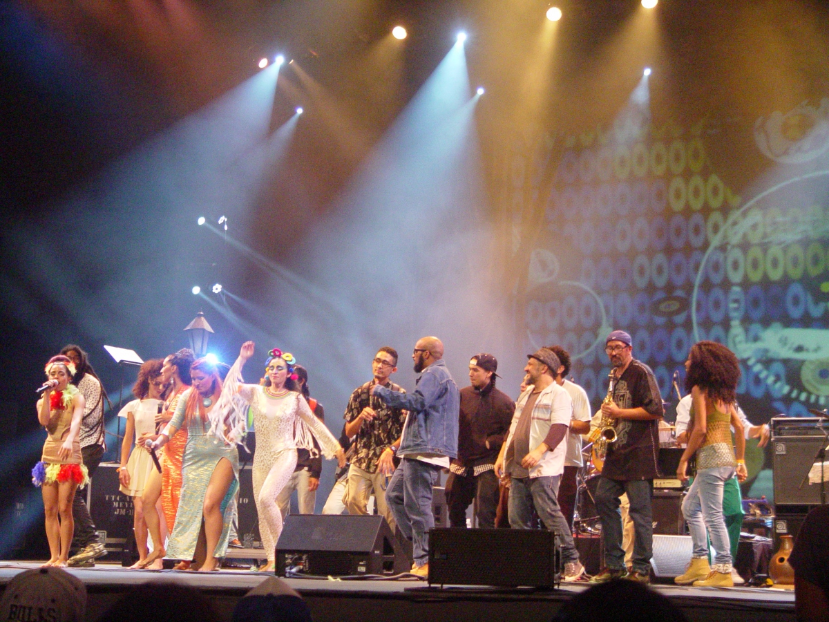 The night's artists performed together for the closing act in the Teresa Carreno Theater. (Venezuelanalysis/Paola Martucci Gómez)