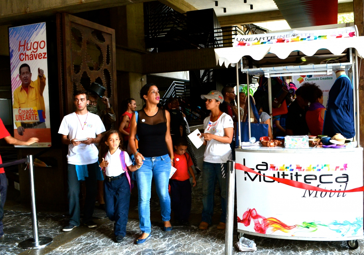Ministry of Culture employees hand out programmes of FILVEN's events. (Rachael Boothroyd Rojas/Venezuelanalysis.com)