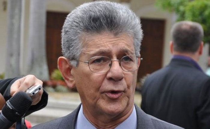 National Assembly President Henry Ramos Allup announces the suspension of Thursday's march. (Archive)