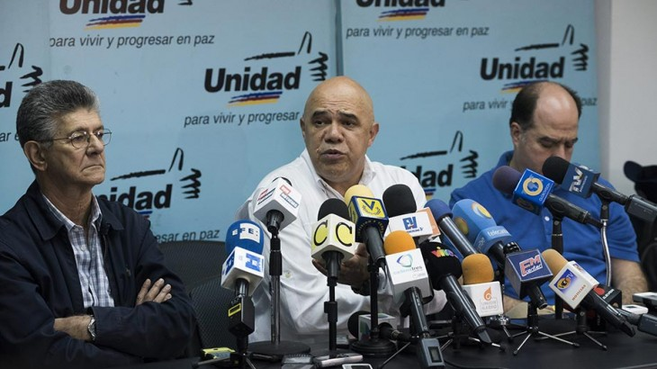National Assembly President Henry Ramos Allup (L), MUD Secretary General Jesus Torrealba (C), and MUD parliamentary majority leader Julio Borges (R) at a press conference. (Versión Final)
