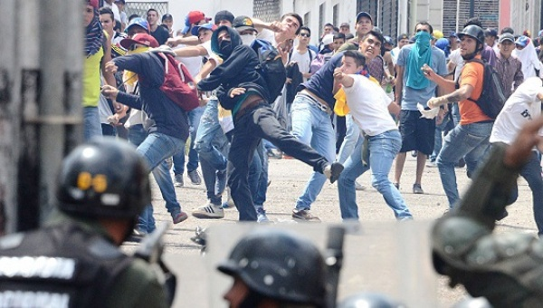 Rightwing protesters in Venezuela hurl rocks at police (AFP).