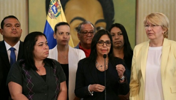 Venezuelan Foreign Minister Delcy Rodriguez (center) has said right-wing governments in the region were trying to stage a coup inside Mercosur. (Photo: Foreign Ministry of Venezuela)