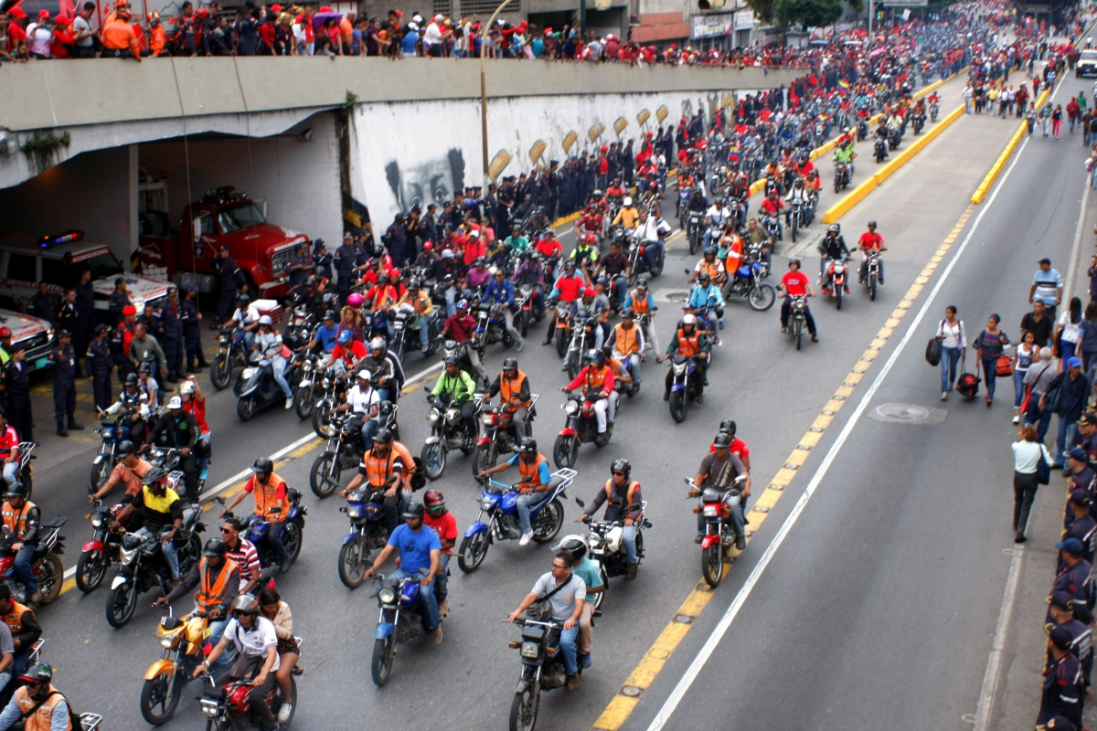 Motorcyclists represent part of Venezuela's urban barrio culture and have served as liaisons between communities to communicate unfolding political events. (Paola Martucci Gómez - Venezuelanalysis.com)