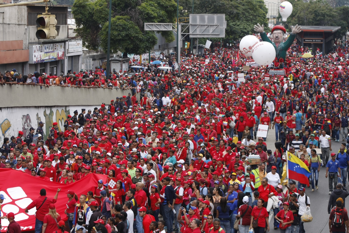 Venezuelans in support of the Bolivarian Revolution began their march at the South General Cemetery, marching with Ojeda's remains to the National Pantheon in downtown Caracas. (Paola Martucci Gómez- Venezuelanalysis.com)