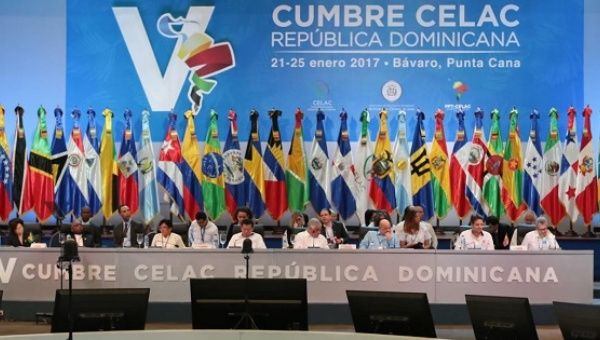 Latin American and Caribbean leaders gather in Punta Cana, Dominican Republic for the fifth CELAC summit. (Prensa Presidencial)