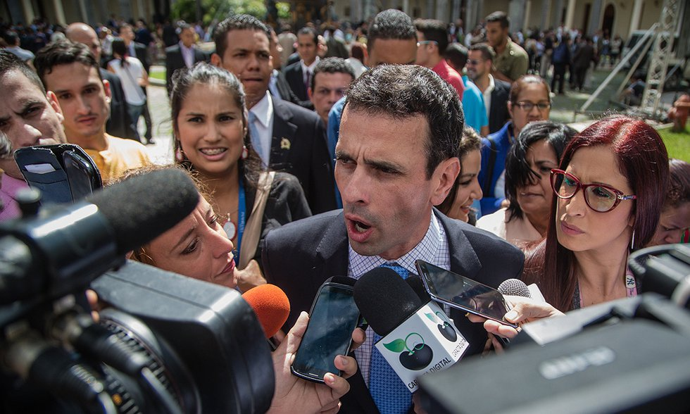 Miranda state governor and opposition politician Henrique Capriles Radonski will appear before the Comptroller General's office on Thursday in connection to the Odebrecht corruption case (Anthony AsCer Aparicio).
