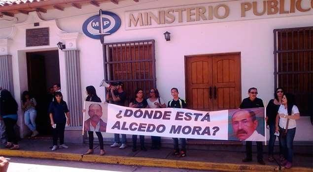 Protesters demand justice in the case of Alcedo Mora. (@xabiercosco)