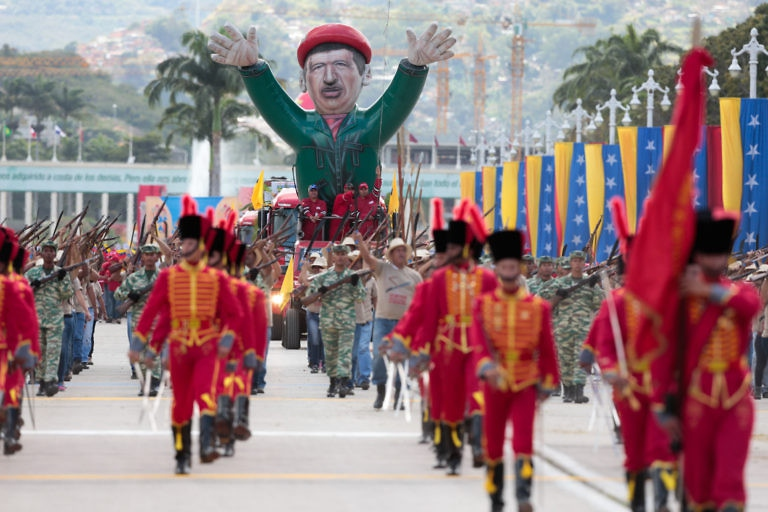 The parade included 5000 members of Venezuelan popular movements together with 12,830 military personnel.