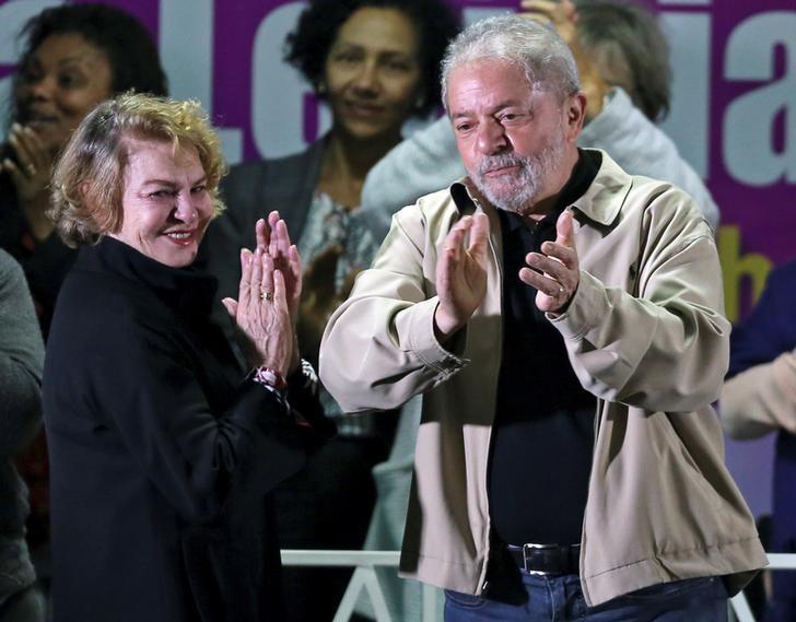 Marisa Leticia Rocco (L) with her husband, Brazil's former President Luiz Inacio Lula da Silva (R). (Reuters/Paulo Whitaker)
