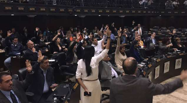 Ninety opposition lawmakers voted in support of the application of the Inter-American Democratic Charter against Venezuela. (TalCualDigital)