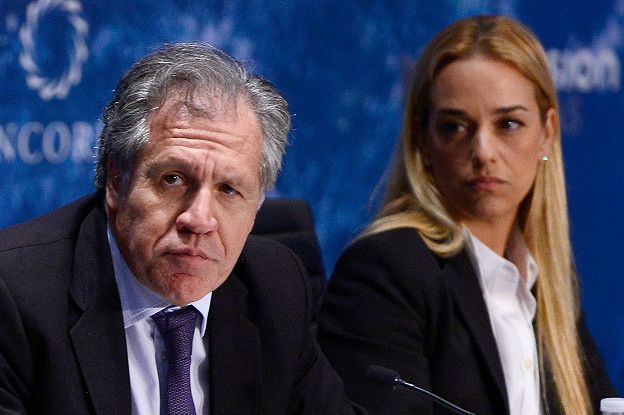 OAS Secretary General Luis Almagro alongside Venezuelan hard right opposition leader Lilian Tintori. (Getty Images)