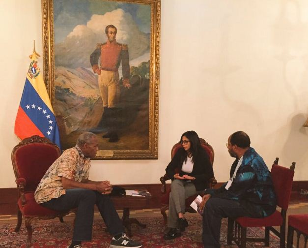 Venezuela Foreign Minister organized a meeting with US actor and solidarity activist Danny Glover as well as US producer James Early in Caracas on Tuesday. (@vencancilleria)
