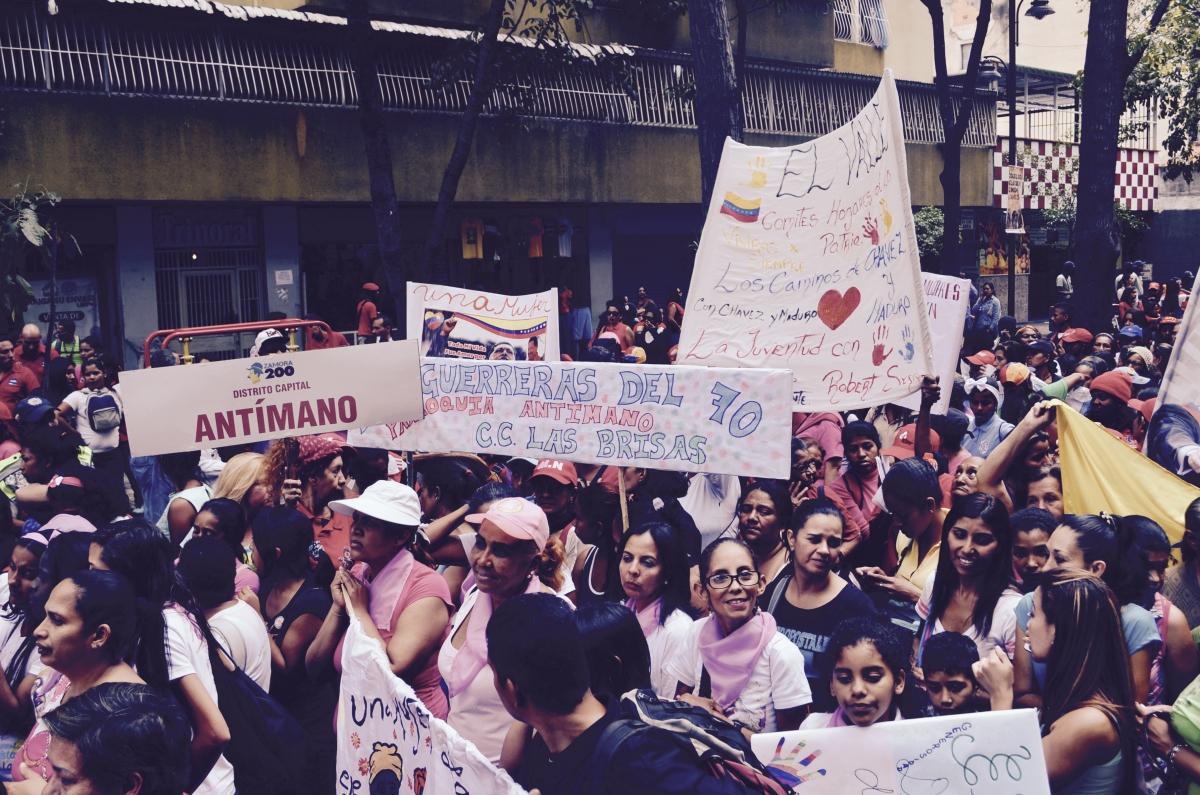"""""""Guerreras from Barrio la 70, Antimano"""". (Rachael Boothroyd Rojas/Venezuelanalysis)"""