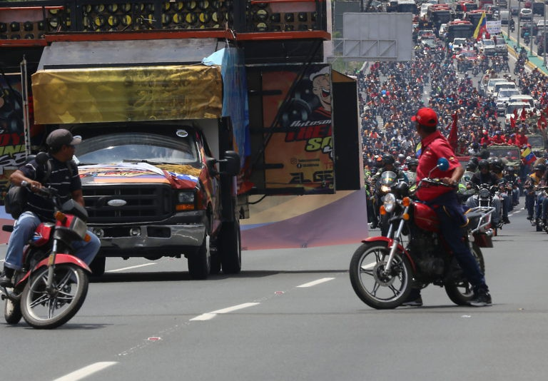 The motorcade proceeded along Caracas' principal Pan-American highway towards the western part of the city.