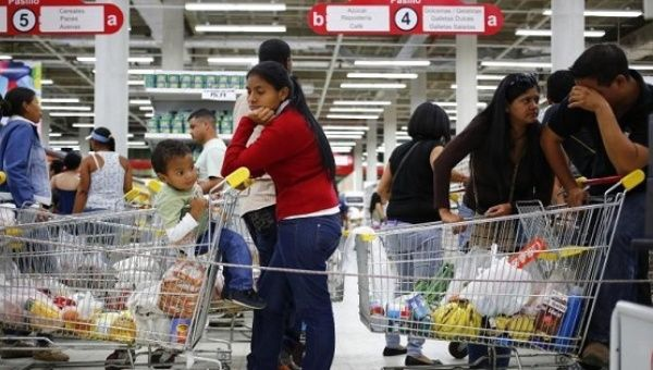 Supermarket shoppers in Caracas, Venezuela. (Reuters)