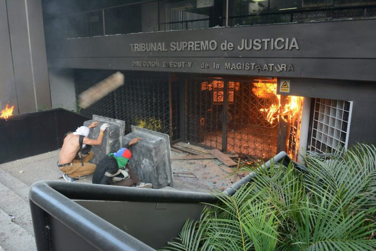 An office belonging to the Venezuelan Supreme Court of Justice (TSJ) in Chacao was attacked during the opposition's march on Saturday. (Horacio Siciliano)