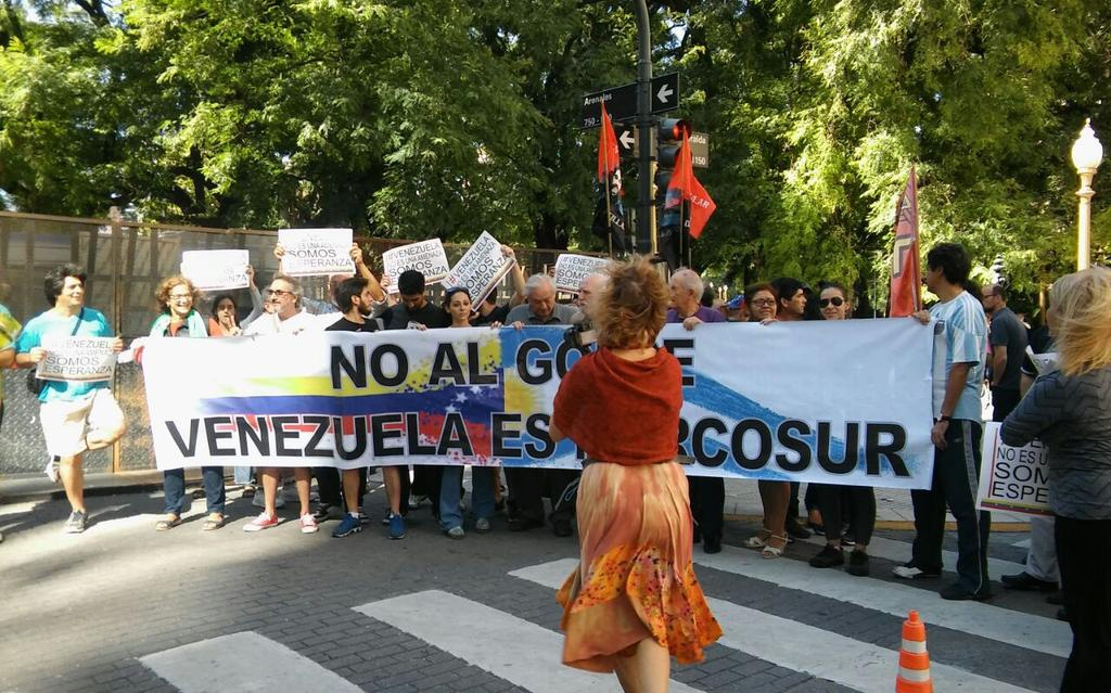 "Argentines protest emergency MERCOSUR meeting outside Venezuelan embassy in Buenos Aires. Banner reads, ""No to the coup Venezuela is MERCOSUR"". (@Alba_TV)"