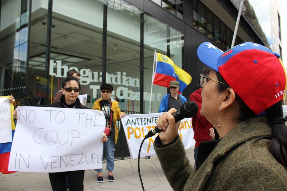 International solidarity activists protested outside The Guardian's offices in London. (RCG)