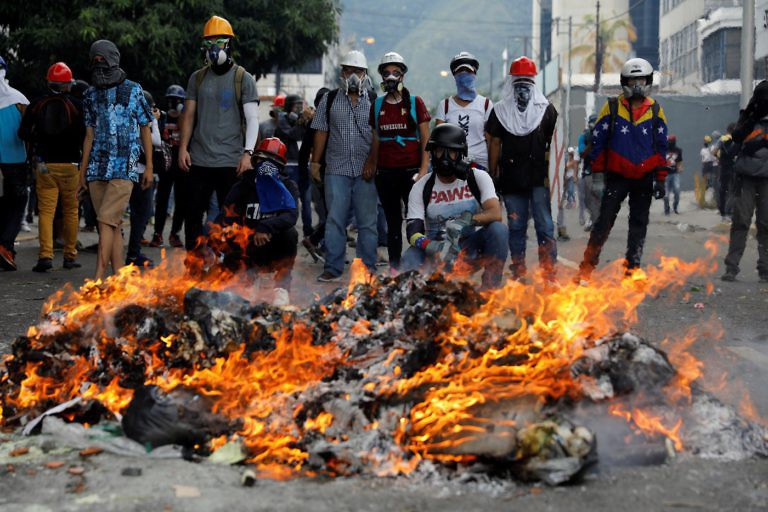 Anti-government protesters again erected burning barricades on Wednesday. (AVN)