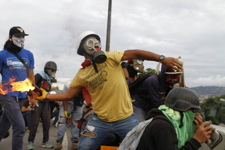 Monday's marches saw fresh clashes between opposition protesters and authorities. (Pedro Mattey/AVN)