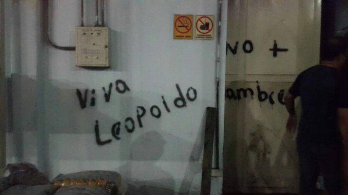 """""""Viva Leopoldo"""" and """"no more hunger"""". (AVN)"""