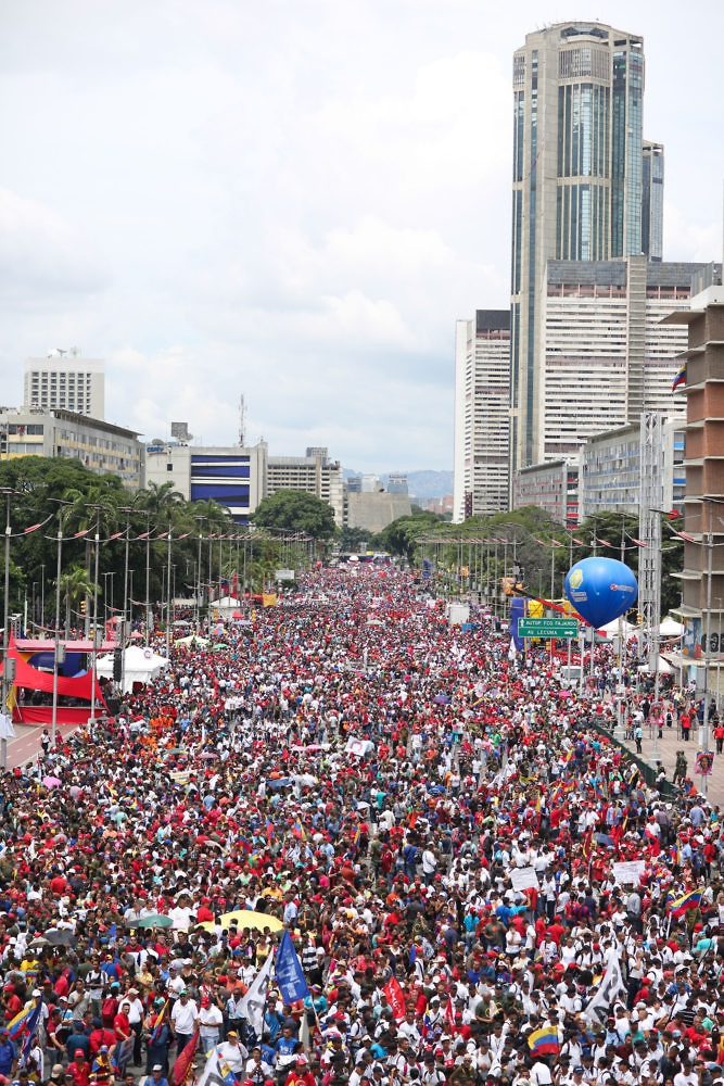 Hundreds of thousands of Chavistas take part in the close of the campaign for National Constituent Assembly elections in Caracas. (Prensa Presidencial)
