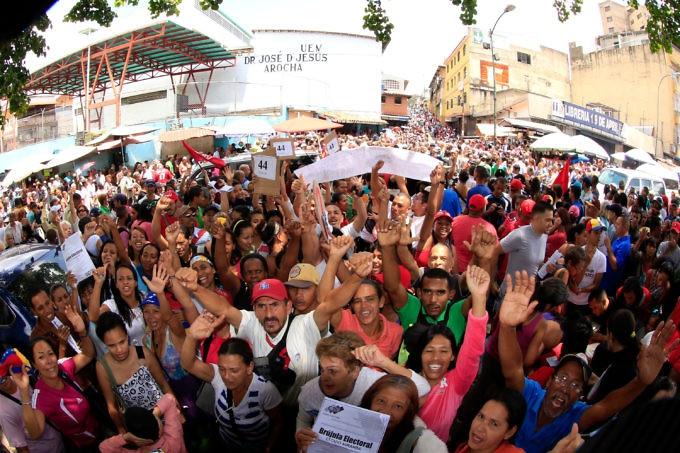 Venezuelans vote in a mock ANC election in Caracas. (Prensa del Ministerio de Educación)