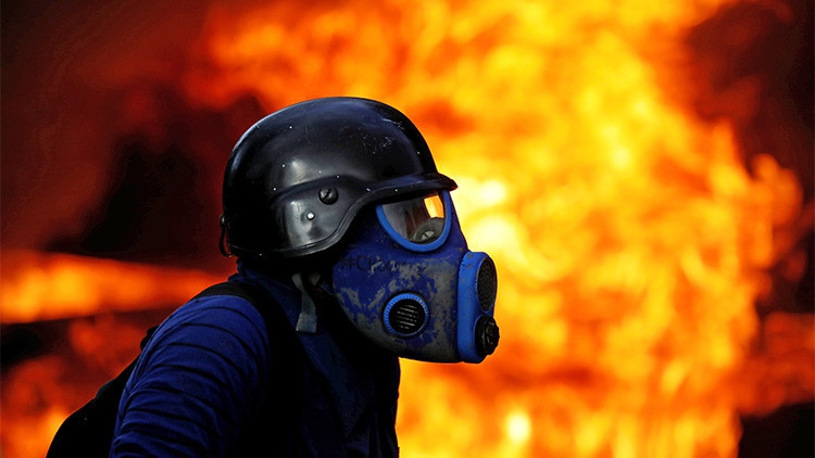 More than 100 people have died in Venezuela's latest unrest. (Carlos Garcia Rawlins / Reuters)