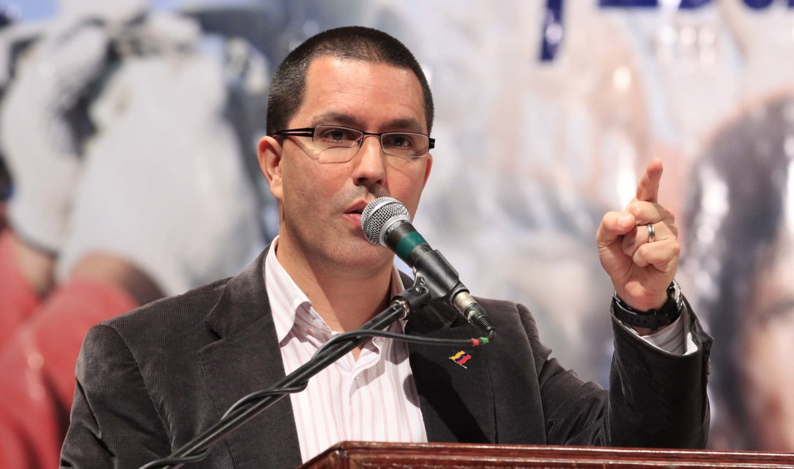 Venezuelan Foreign Minister Jorge Arreaza has hit back at the US's threats to approve a new round of sanctions against Venezuela.
