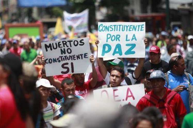 "Venezuelans march in support of the National Constituent Assembly. Signs read, ""Deaths no, Constituent Assembly yes"" and ""Constituent Assembly for peace""."