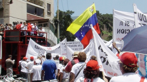 Protests march to the the Supreme Court in Caracas, to demand an end to evicions. (Silvia Leindecker)