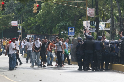 Opposition students at the Central University (UCV)
