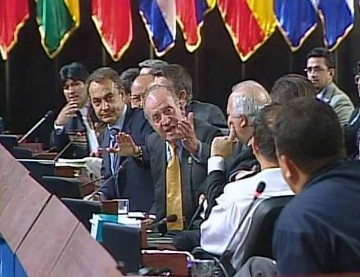 King of Spain Juan Carlos, sitting next to Spanish President Jose Luis Rodriguez Zapatero, tells the Venezuelan president to shut up (YVKE Mundial)