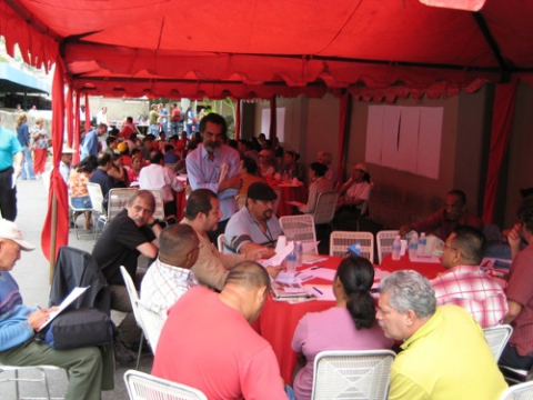 Grassroots leaders meet in El Valle to discuss a unitary platform (Michael Fox).